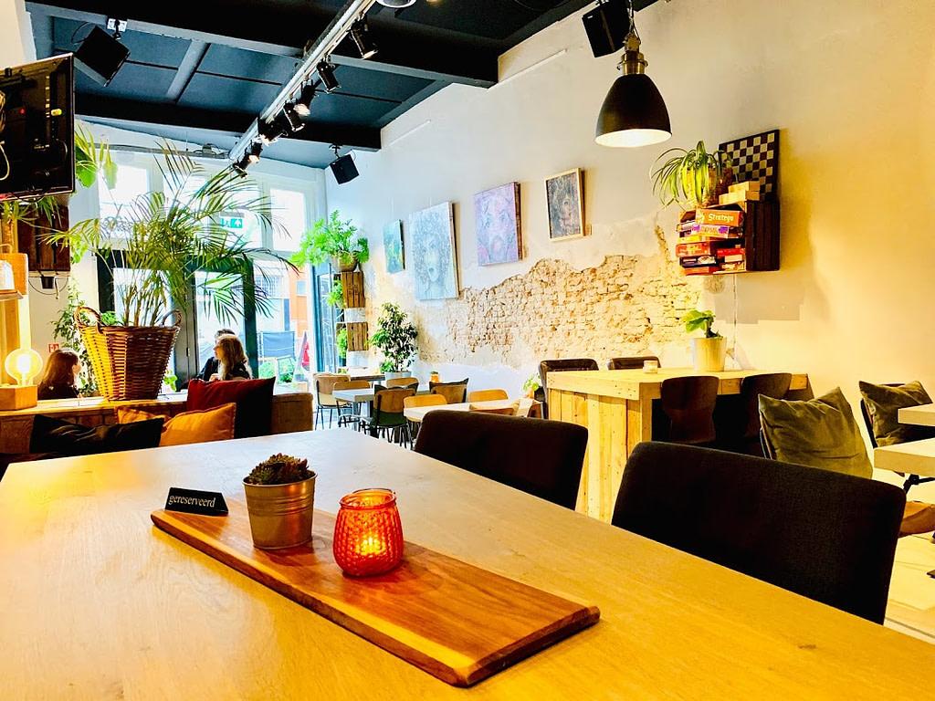 Interieur - Ontbijten in Delft - Lunchroom Bij Best - Madhawie.nl